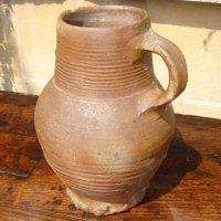 What is this? This is a jug. - Kas tai yra? Tai yra puodynė.